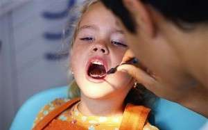 Checking Childs Teeth